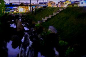 本社 夜の川